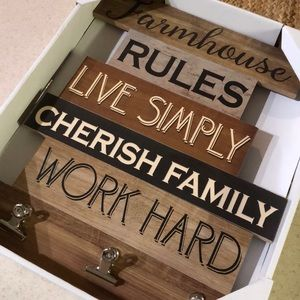 Wall Art - Farmhouse sign with Clips! 🌻